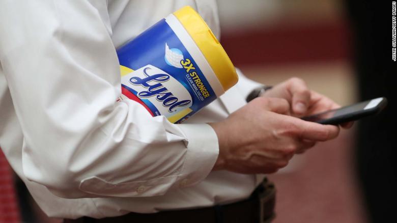 Iamgem retirada do site CNN: desinfetante produzido pela Reckitt Benckiser